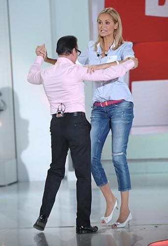 """Jean-Marc Généreux et Adriana Karembeu sur le plateau de """"Vivement Dimanche"""" le 13 novembre 2013"""
