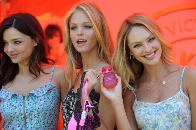 Miranda Kerr, Candice Swanepoel et Erin Heatherton, lors de la promo du Victoria's Secret Bombshell 2011 Tour, le 12 mai 2011 à Los Angeles.