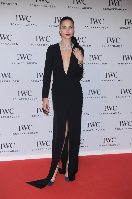 """Adriana Lima lors du gala """"Inside the Wave"""" à Genève, le 21 janvier 2014."""