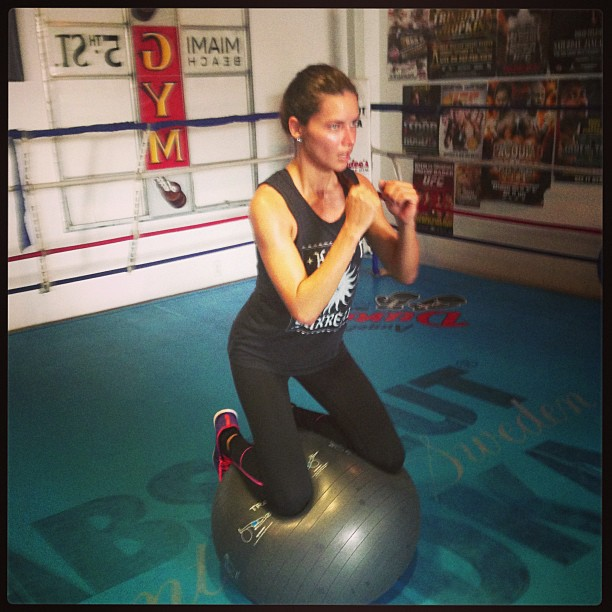 Adriana Lima : quand elle boxe, elle nous met K.O !