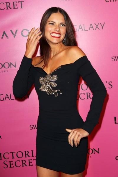 Adriana Lima lors du photocall du défilé Victoria's Secret à New York, le 7 novembre 2012.