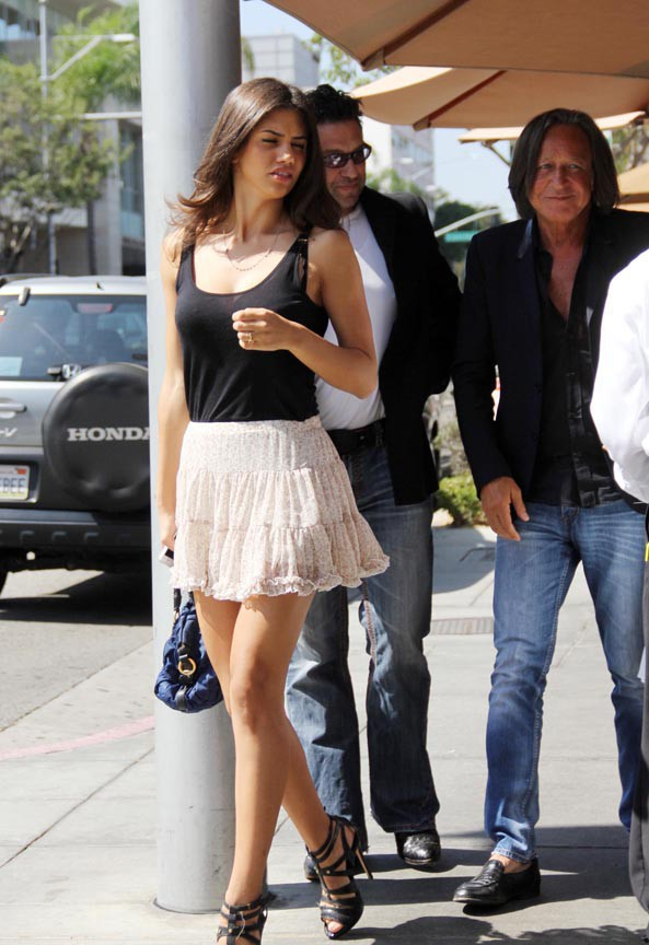 Adriana Lima à Beverly Hills le 19 septembre 2013