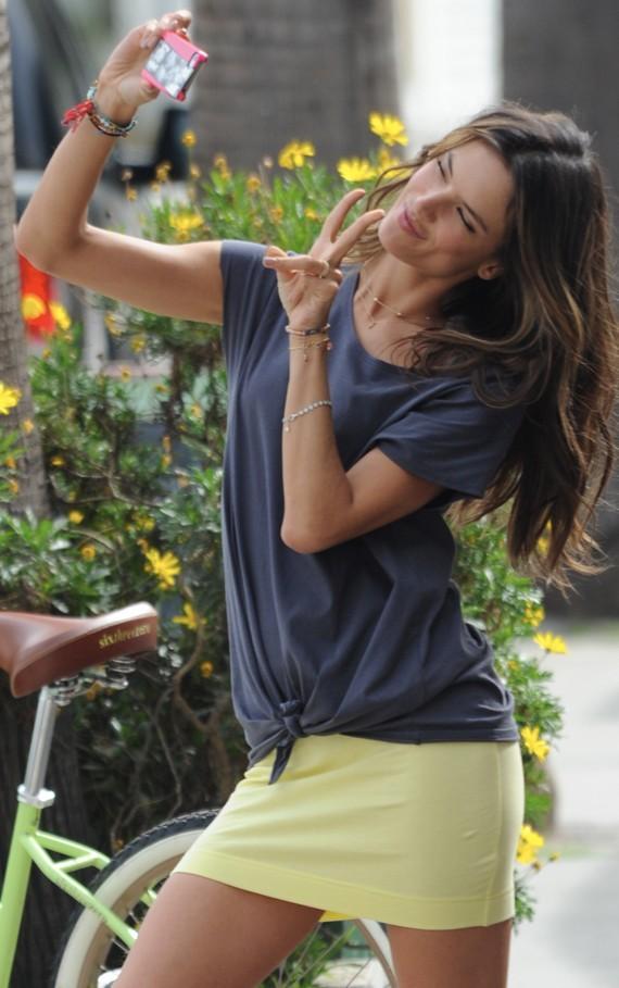 Alessandra Ambrosio en shooting pour Victoria's Secret à Santa-Monica le 6 mars 2013