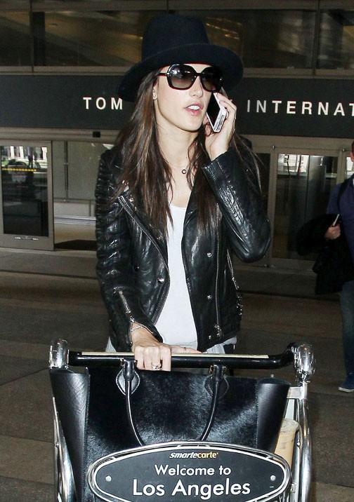 Alessandra Ambrosio à l'aéroport de Los Angeles le 3 mars 2014