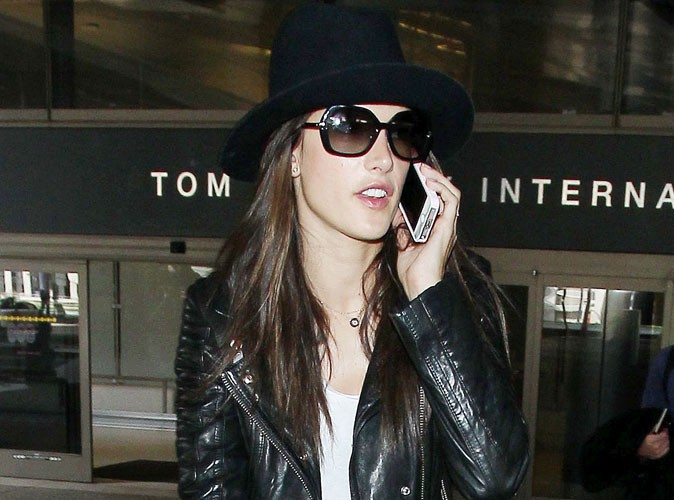 Alessandra Ambrosio : bye bye Paris et la Fashion Week, elle est déjà rentrée à Los Angeles !