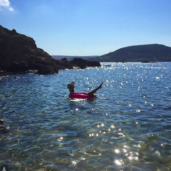Alessandra Ambrosio en vacances à Mykonos