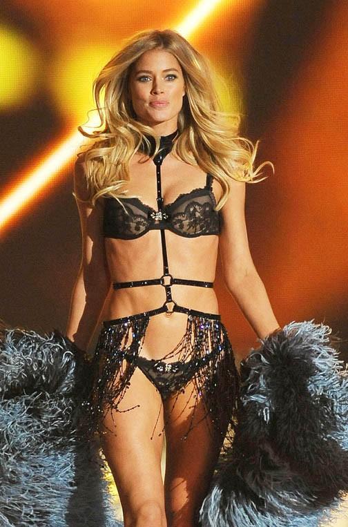 Doutzen Kroes au Victoria's Secret Fashion Show, à New-York, le 13 novembre 2013