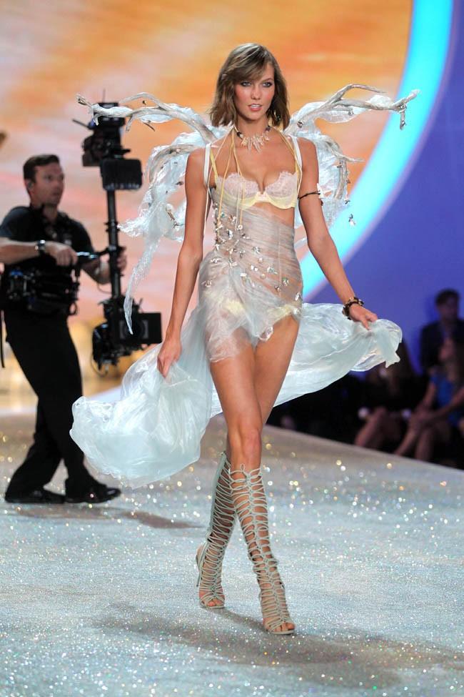 Karlie Kloss au Victoria's Secret Fashion Show, à New-York, le 13 novembre 2013