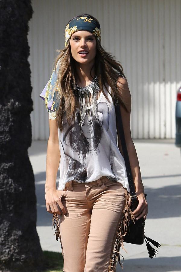 Alessandra Ambrosio en shooting pour Colcci à Los Angeles le 18 juin 2012
