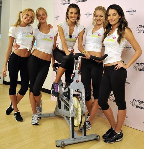 Candice Swanepoel, Erin Heatherton, Alessandra Ambrosio, Lindsay Ellingson et Lily Aldridge, au centre SoulCycle gym à New York, le 12 juillet 2011.