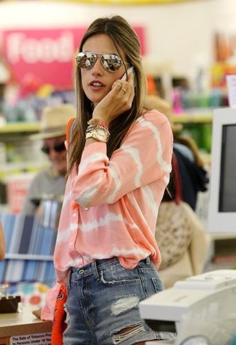 Alessandra Ambrosio à Los Angeles le 6 juillet 2013