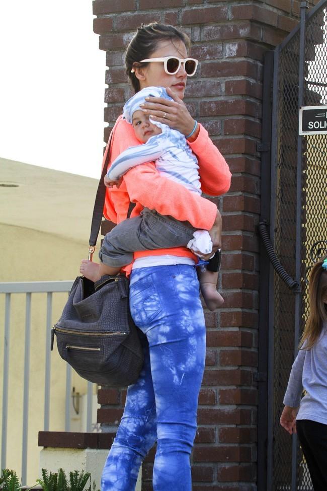 Alessandra Ambrosio et Noah le 4 mars 2013 à Los Angeles