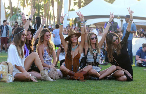 Photos : Alessandra Ambrosio nous en met plein la vue à Coachella !