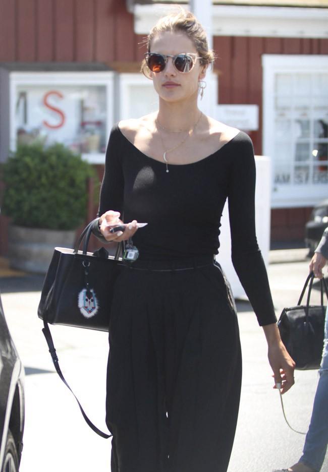 Alessandra Ambrosio à Brentwood le 8 avril 2015