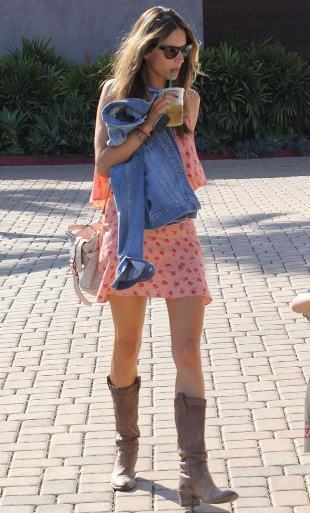 Alessandra Ambrosio le 7 octobre 2012 à Malibu