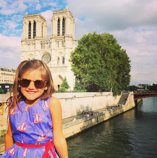 Photos : Alessandra Ambrosio : quand le top brésilien joue la Parisienne amoureuse !