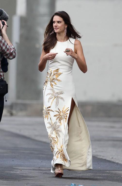 Alessandra Ambrosio en shooting pour Harper's Bazaar à Los Angeles le 27 février 2014