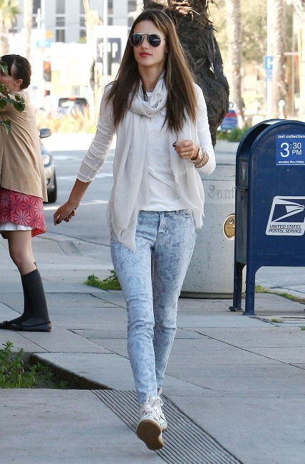 Alessandra Ambrosio 14 février 2013 à Brentwood