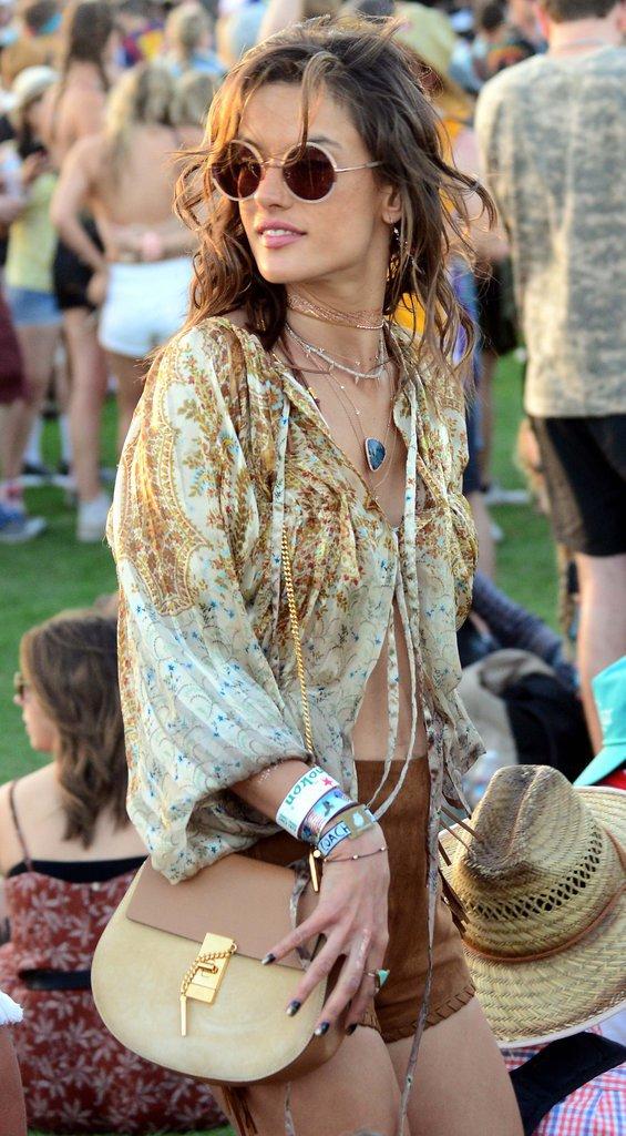 Photos : Alessandra Ambrosio : déferlante de tops à Coachella !