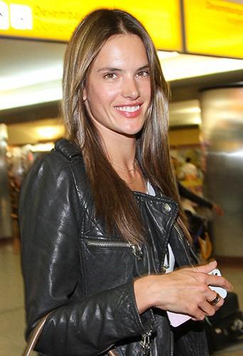 Alessandra Ambrosio à l'aéroport de Sao Paulo, le 16 juillet 2013
