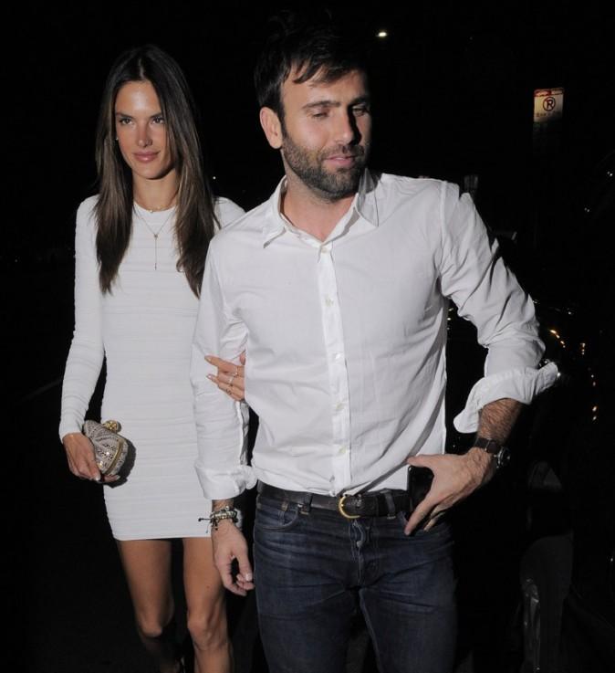 Alessandra Ambrosio de sortie à Los Angeles pour fêter son 32 ème anniversaire le 10 avril 2013