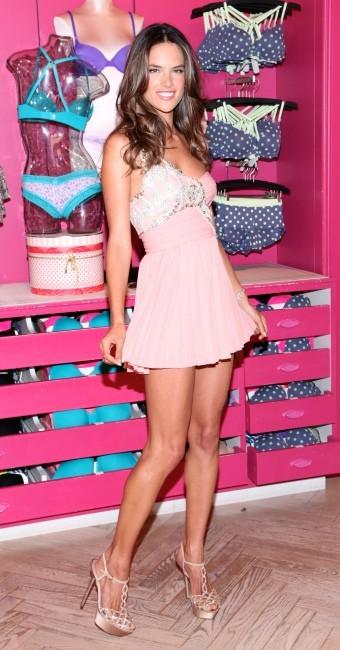 Alessandra Ambrosio lors de la Fashion's Night Out à New York, le 6 septembre 2012.