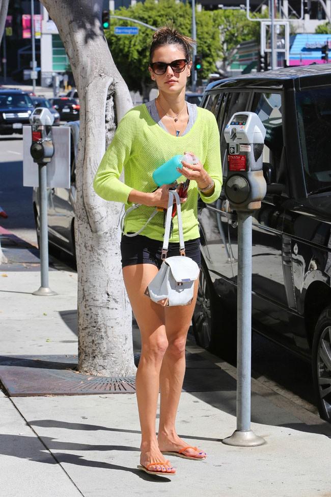 Alessandra Ambrosio à Santa Monica le 28 septembre 2013