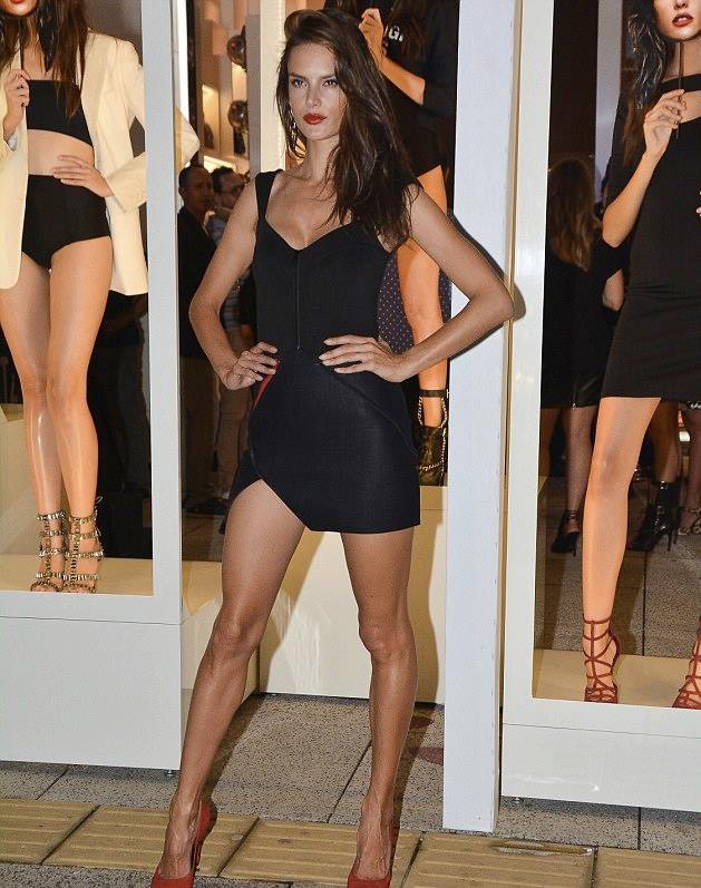 Alessandra Ambrosio en promo pour la marque de chaussures Schutz à Sao Paulo, le 18 mars 2014.