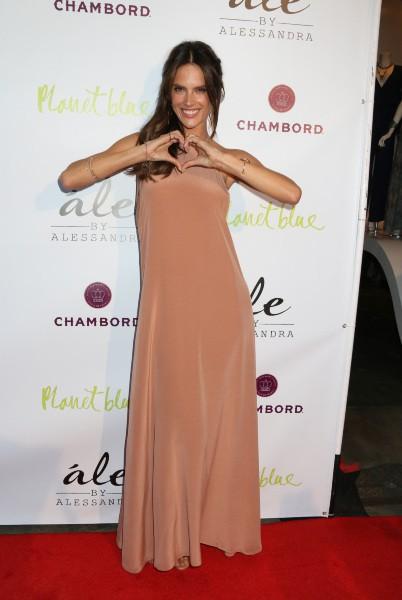 Alessandra Ambrosio en promo à Los Angeles, le 13 mars 2014.