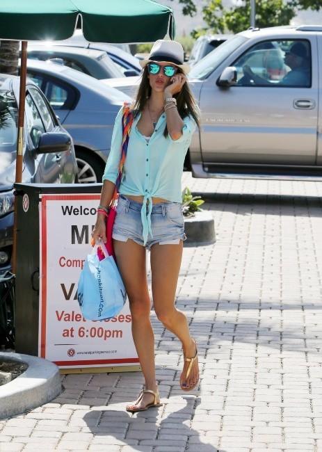 Alessandra Ambrosio le 19 mai 2013 à Beverly Hills