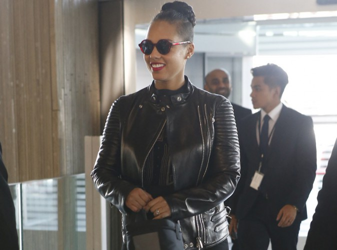 Alicia Keys : combl�e par son passage � Paris, la belle �g�rie repart d�j� !