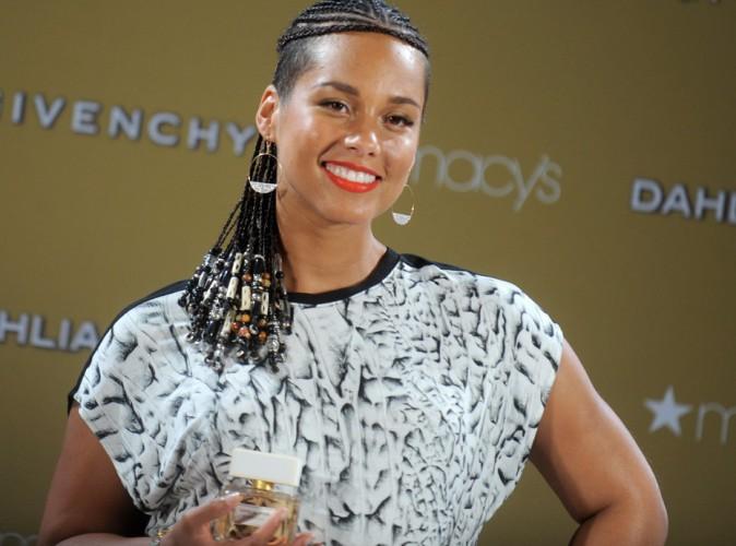 Alicia Keys : en mission promotion pour Givenchy, elle affiche discr�tement ses formes de femme enceinte !