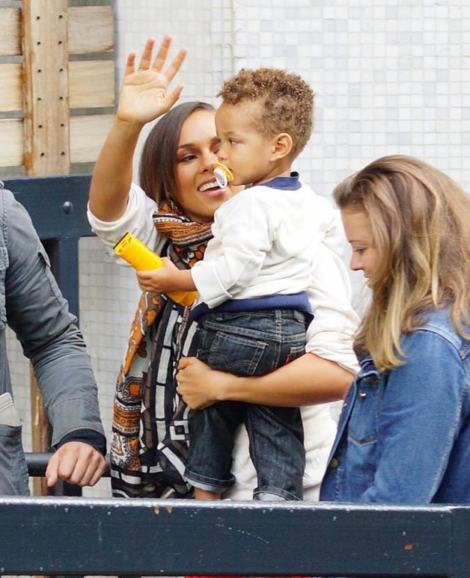 Alicia Keys en promo avec son fils Egypt à Londres, le 26 septembre 2012.