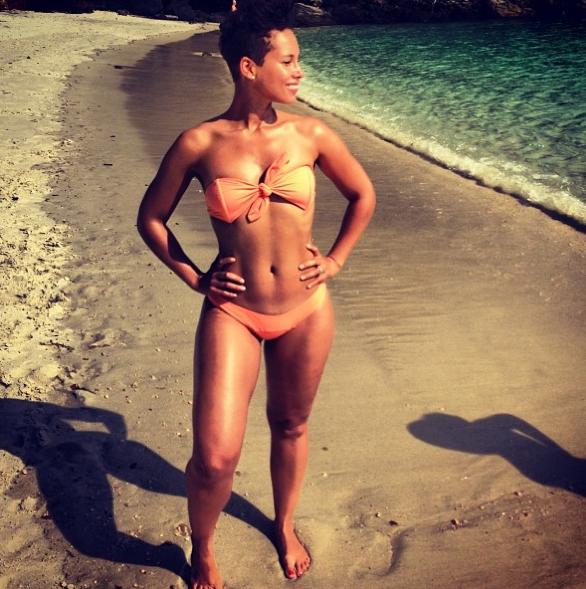 La Girl on Fire en bikini !