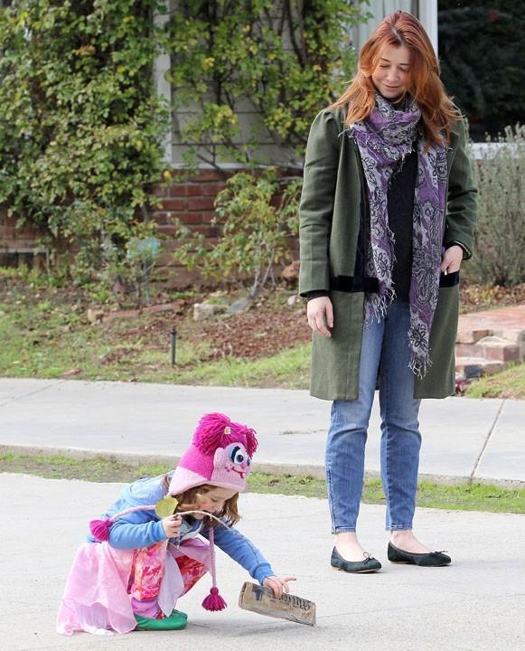 Alyson Hannigan en famille à Brentwood le 2 janvier 2012
