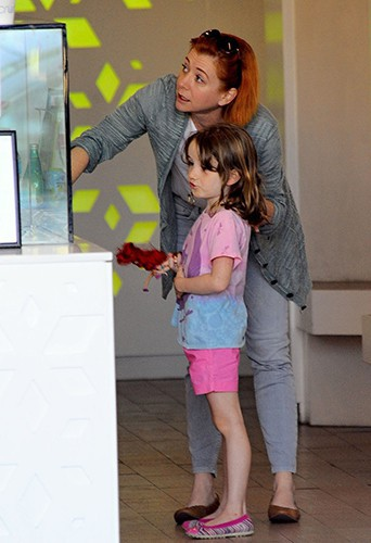 Alyson Hannigan en famille à Los Angeles le 11 juillet 2014