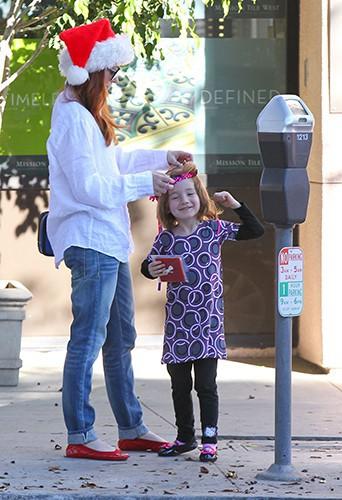 Alyson Hannigan et sa fille Satyana à Los Angeles le 24 décembre 2013