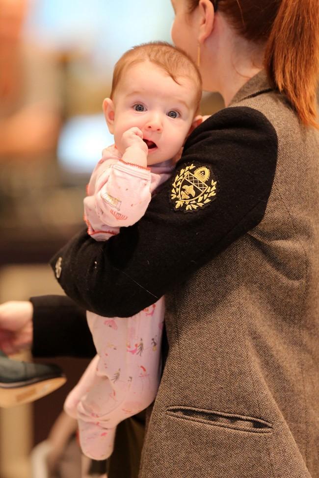 Alyson Hannigan en sortie shopping à Los Angeles avec Keeva le 28 novembre 2012