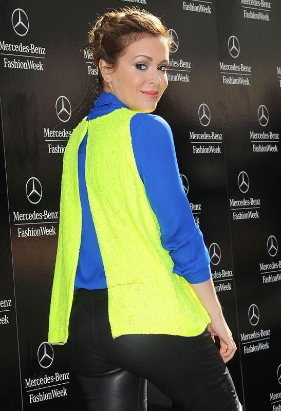 Alyssa Milano fait des expériences vestimentaires à la Fashion Week de New York