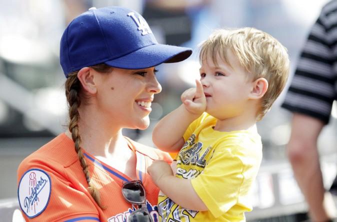 Alyssa Milano avec son fils Milo à New-York le 14 juillet 2013
