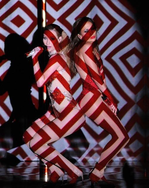 Jennifer Lopez et Iggy Azalea font le show sur leur tube Booty aux American Music Awards 2014 !