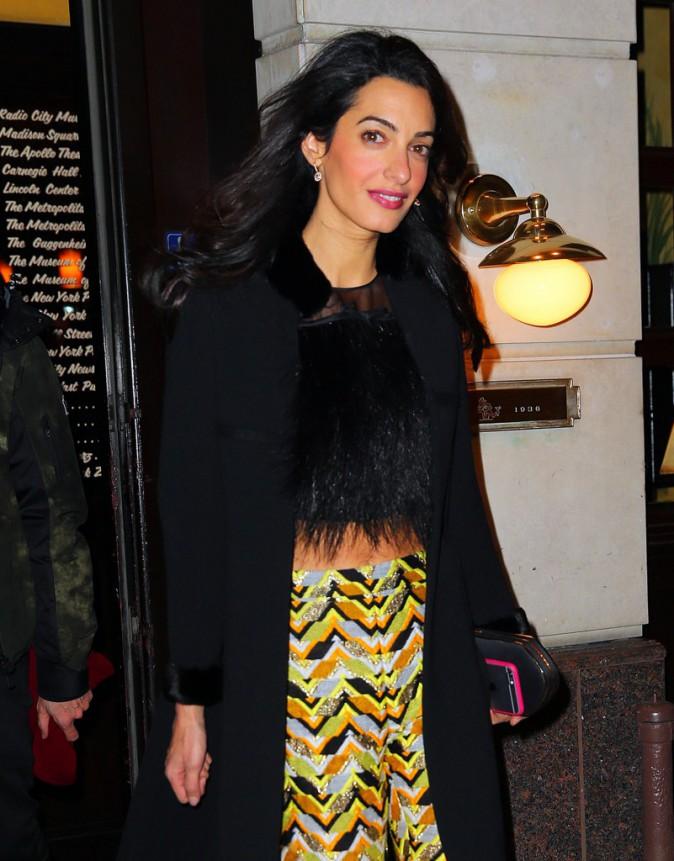 Photos : Amal Clooney : colorée pour festoyer sans George, Angelina Jolie refuse toujours de la rencontrer !