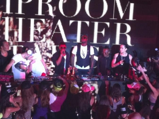 Usher, Dwyane Wade, et Apl.de.ap et Taboo des Black Eyed Peas au VIP Room Theater, le 24 juin 2011.