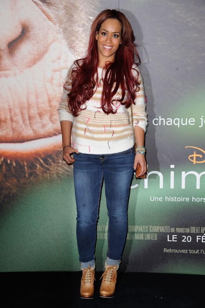 Amel Bent avec sa petite soeur à l'avant-première de Chimpanzés à Paris le 12 février 2013