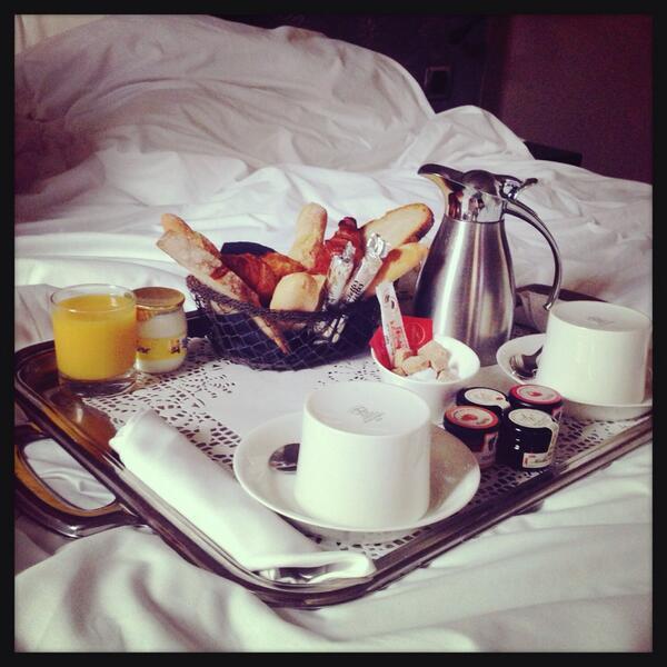 Pour Amélie, c'est petit-déjeuner servi au lit !