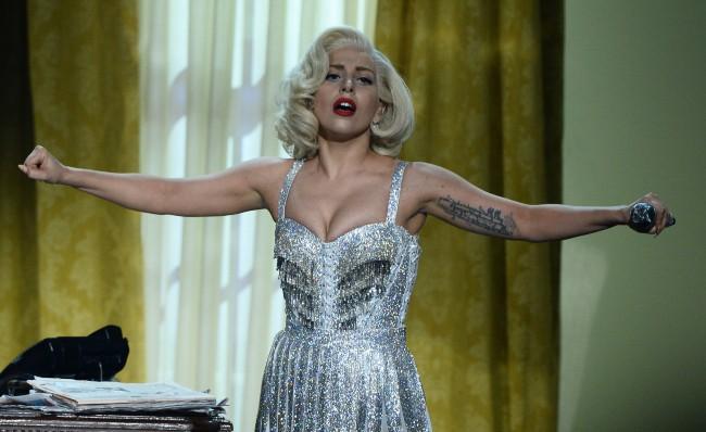 Lady Gaga lors des American Music Awards à Los Angeles, le 24 novembre 2013.