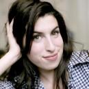 En 2004, le monde découvre la sage Amy, chanteuse de jazz !