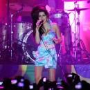 Une des dernières photos d'Amy en concert. Éternellement magnifique...