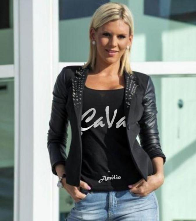Photos : Anaïs Camizuli lance une collection de t-shirts !
