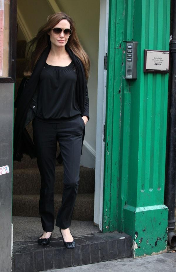 Angelina Jolie repérée dans le quartier de Soho hier ...